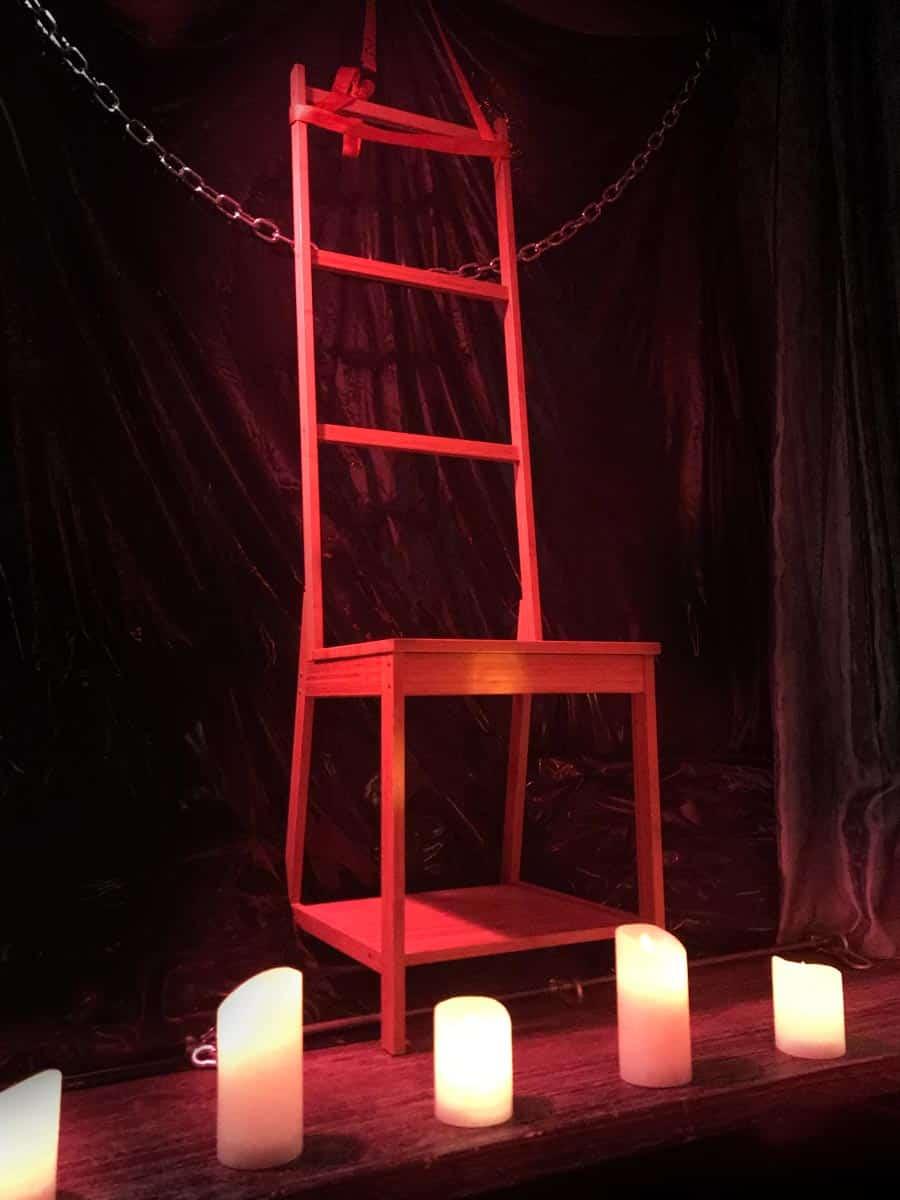 Chaise d'interrogatoire chez Maîtresse Célia